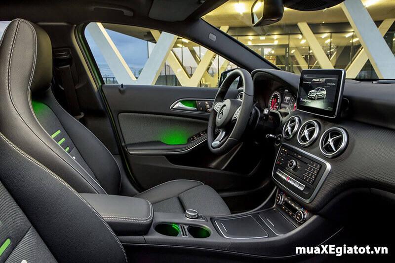 Nội thất tiện nghi của Mercedes A200